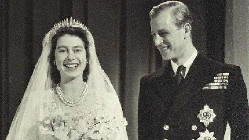 Foto em preto e branco do casamento.