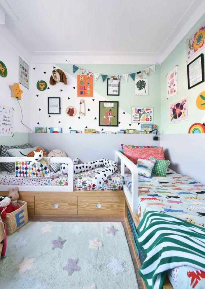 Quarto infantil com camas em L.