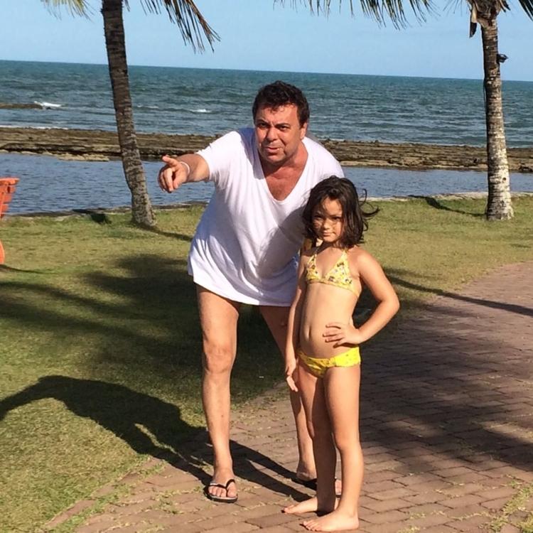 Anibal Massaini Neto e filha.