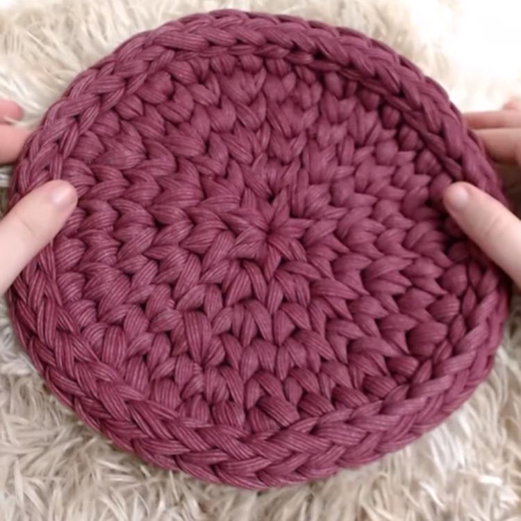 Pontos baixíssimos em peça de crochê.