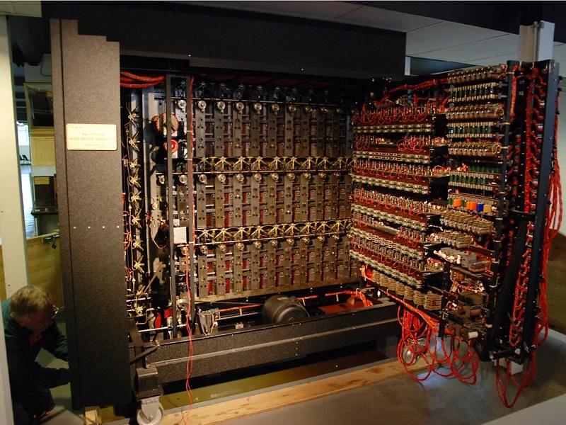"""Reprodução de uma """"bomba"""" de Alan Turing."""