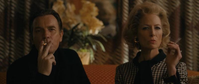Regina Schneider como Babe Paley na minissérie Halston.