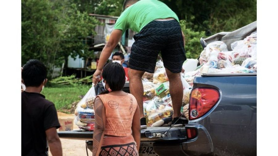 Campanha distribui cestas básicas.