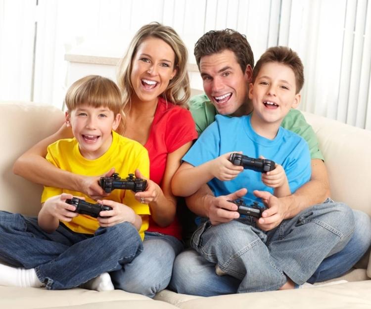 Dia da família com jogos de videogames.