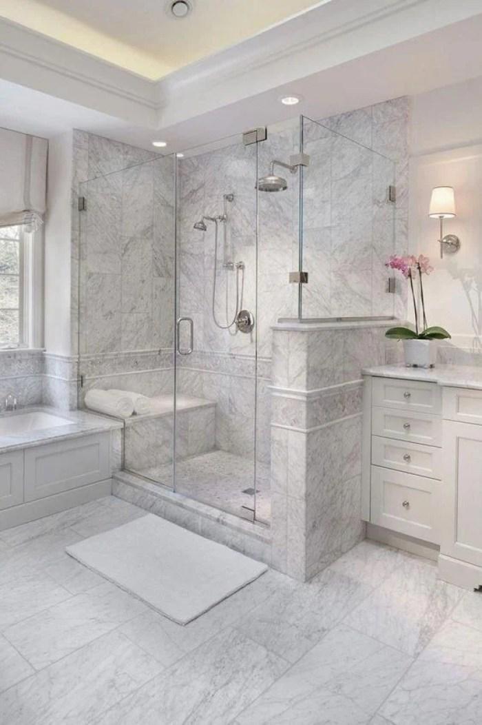 Banheiro planejado grande.