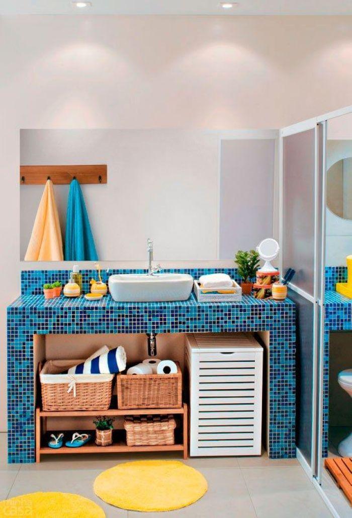 Banheiro colorido.