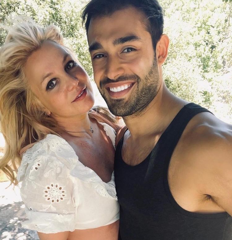 Foto da princesa do pop e seu namorado, Sam Asghari.