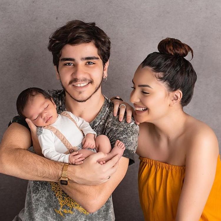 Foto de João Fernandes junto de sua ex-namorada e o fruto desse amor, Nicolas.