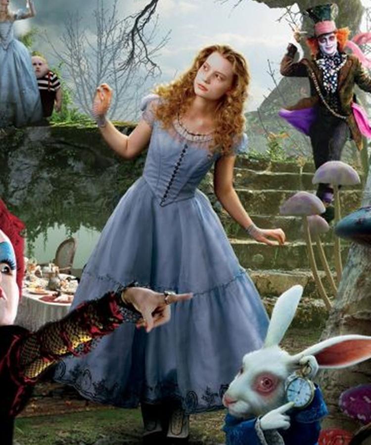 Foto da atriz Mia Wasikowska como Alice.