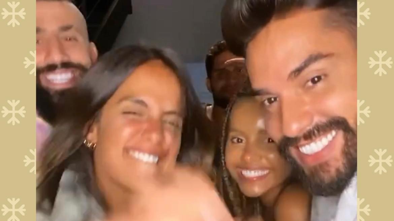 Carol Peixinho, Arcrebiano, André, Gleici e Kaysar se encontram para assistirem No Limite juntos (imagem: reprodução)