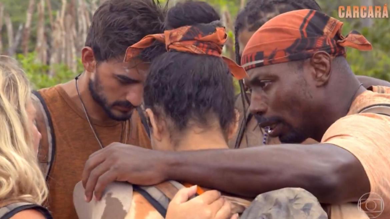 Homens da tribo Carcará preferem tomar banho no mar ao invés de irem até o brejo (imagem: reprodução)
