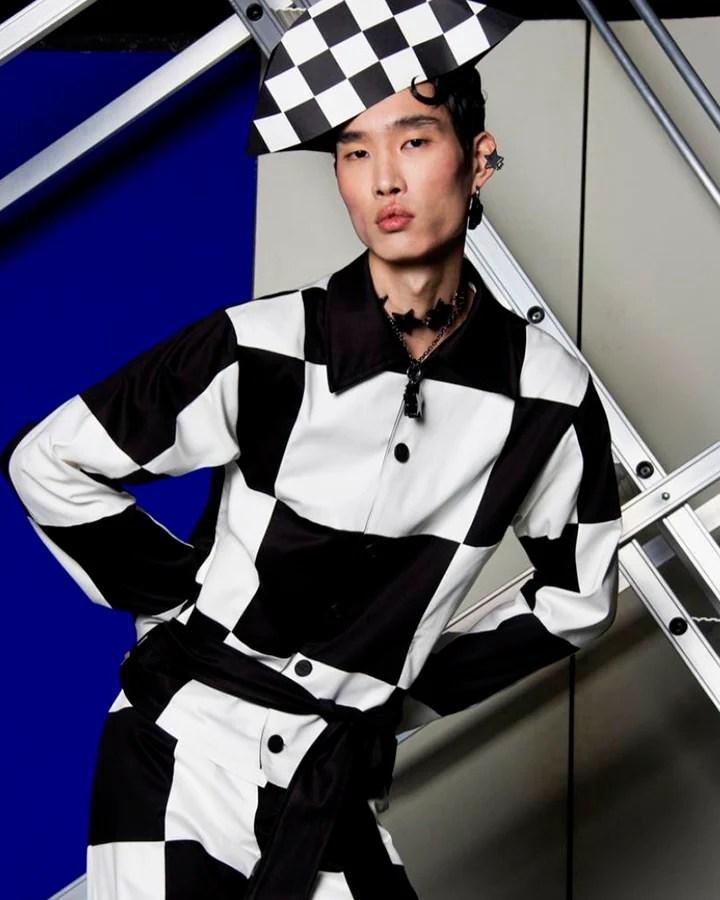 Modelo usa conjunto geométrico preto e branco.