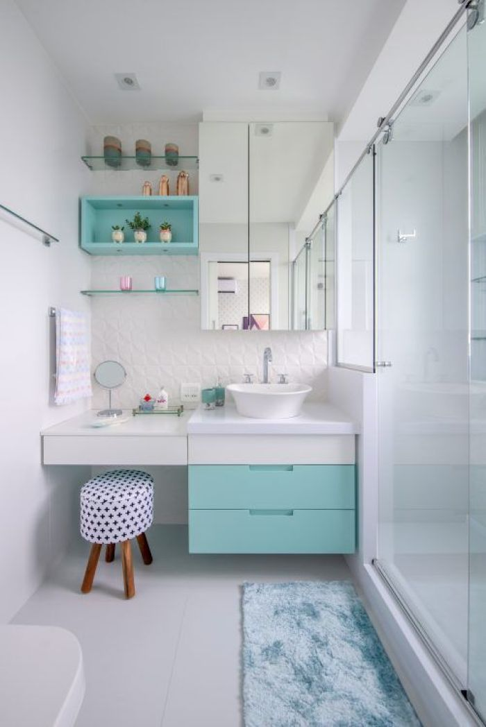 Tapete para banheiro azul.