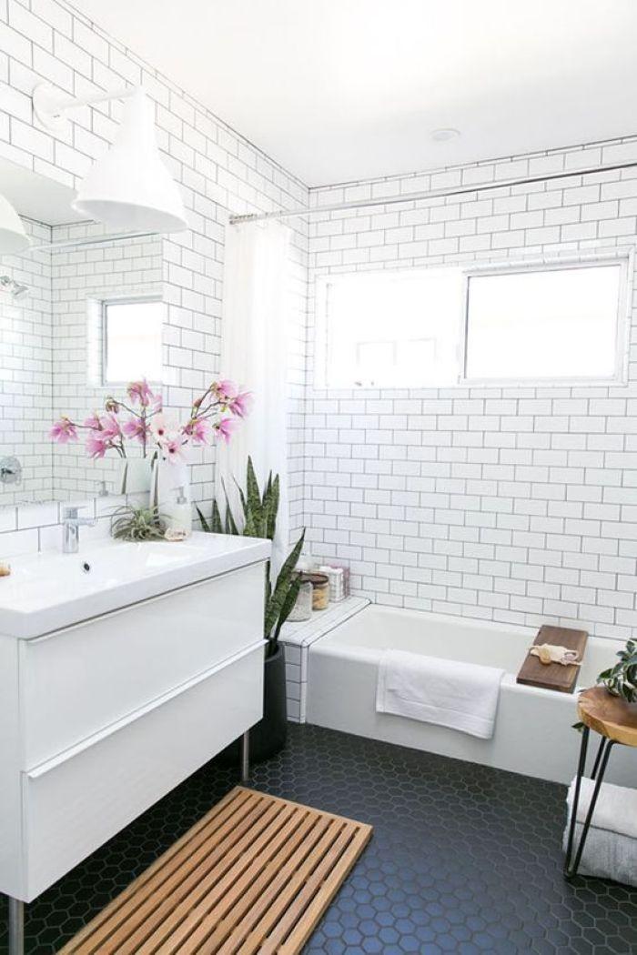 Tapete para banheiro de madeira.