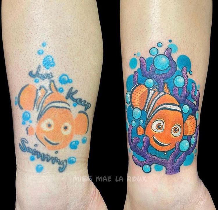 Antes e depois de uma tatuagem colorida do peixe Nemo da Disney.