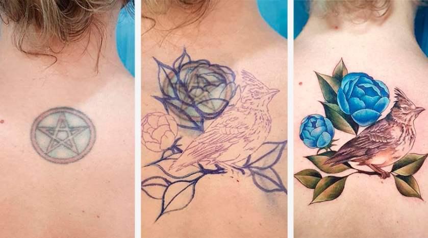 Três fotos, lado a lado, da nuca da mesma pessoa. A primeira foto mostra uma tatuagem de um pentagrama desbotando. A segunda mostra o esboço do desenho do artista cobrindo a tatuagem anterior. A terceira mostra a tatuagem nova pronta: a imagem de um pássaro pousado em um galho com flores azuis.