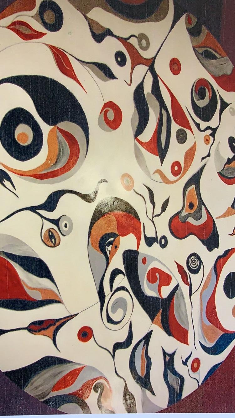 Mural abstrato em tons de branco, preto, cinza, amarelo e vermelho