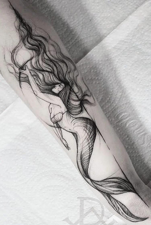 tatuagem de sereia no braço