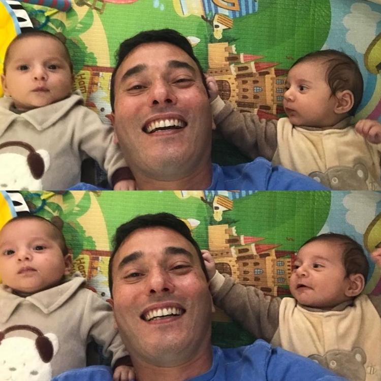 Fotos de André Rizek e seus filhos.