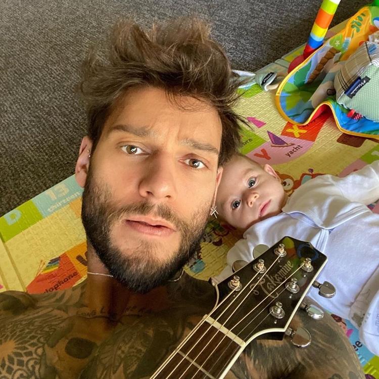 Foto do sertanejo e seu filho.
