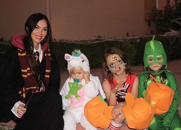 Foto de Megan Fox e os filhos fantasiados.