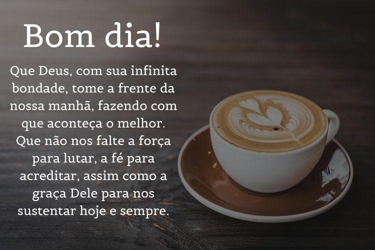 Foto de cappuccino decorado com mensagem de bom dia