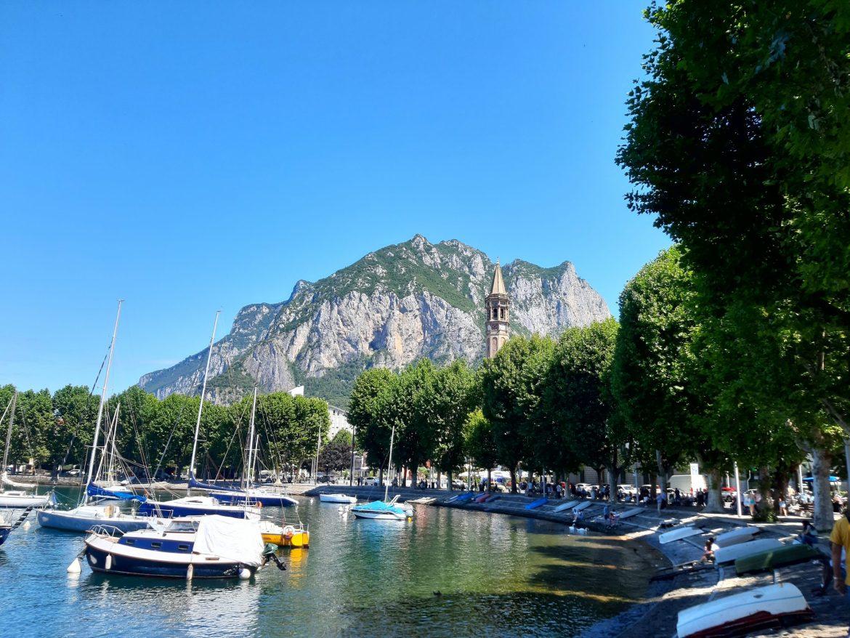 vista do Lago de Como na cidade de Lecco