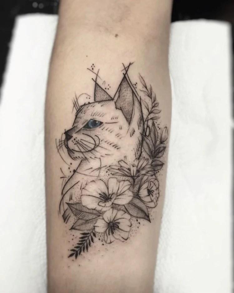 tatuagem feminina no braço/ gatos