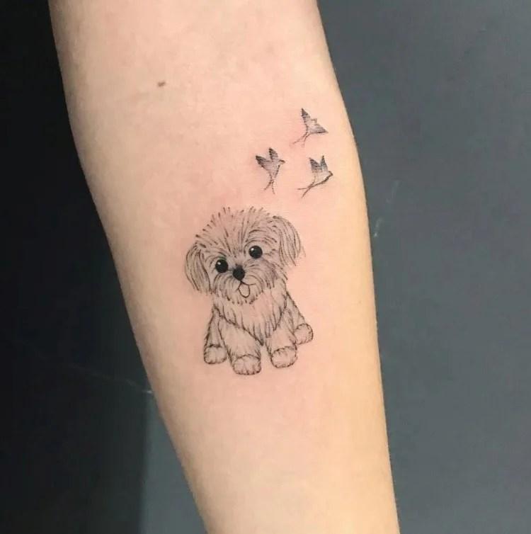 tatuagem feminina no braço/ cachorros