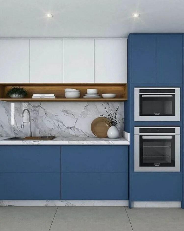Azul na decoração da cozinha.