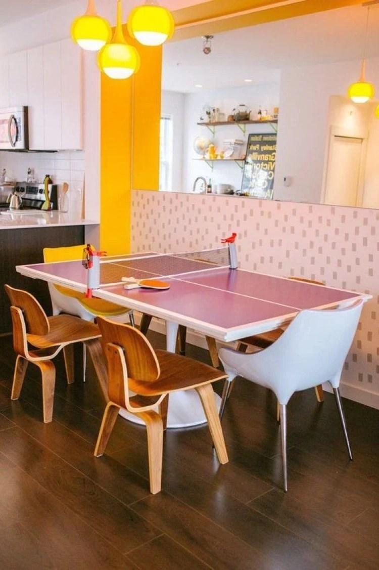 Mesa de jantar e ping pong.