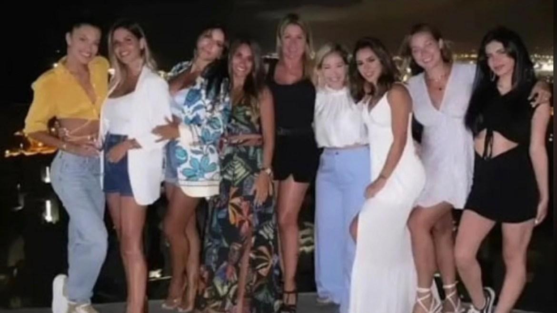 Esposas dos jogadores posam e incluem Bruna Biancardi na foto. Imagem: Instagram