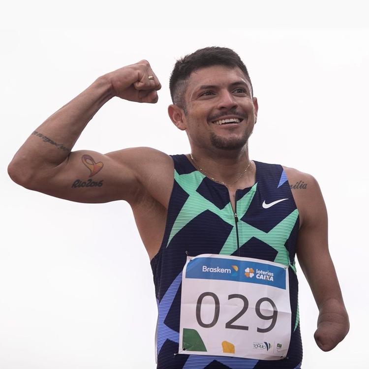 Foto de Petrucio Ferreira, atleta brasileiro das Paralimpíadas de Tóquio.