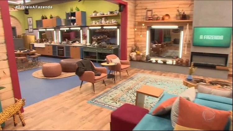 Foto de sala e cozinha do reality show da Record TV