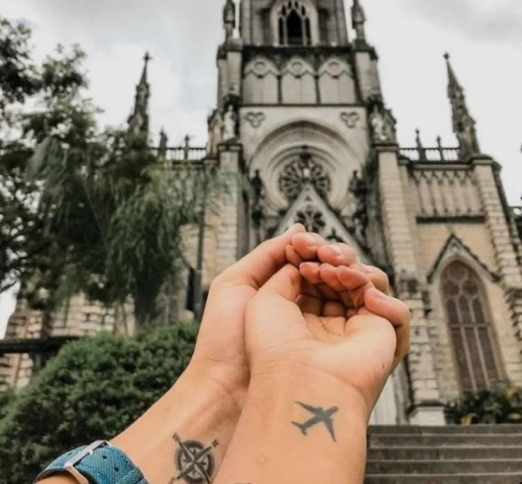 Tatuagem de avião em casal