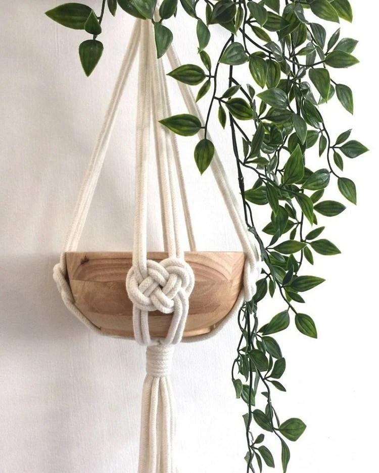 Foto de suporte de macramê segurando fruteira
