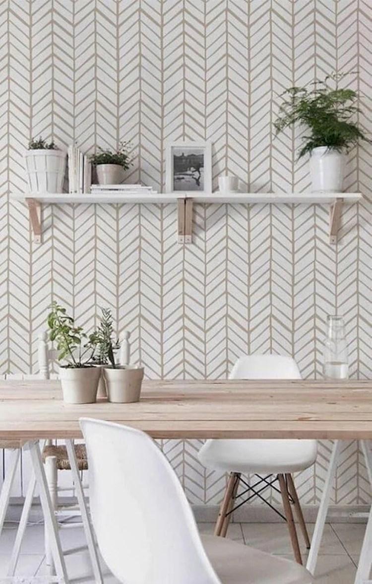 Foto de home office com parede decorada
