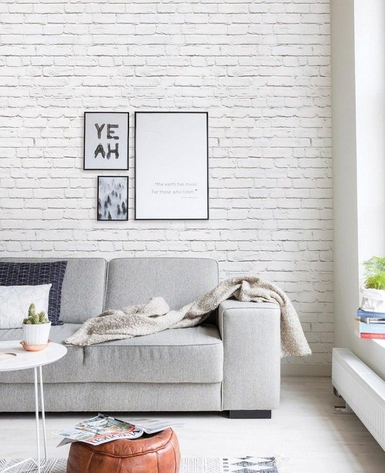 Foto de sala com papel de parede