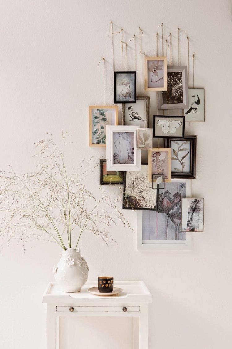 Foto de parede decorada com quadros