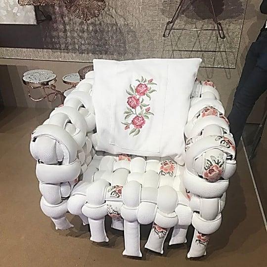 Cadeira em construção da Coleção Renda 2020 do designer Pedro Franco exposta no Salão de Móveis de Milão