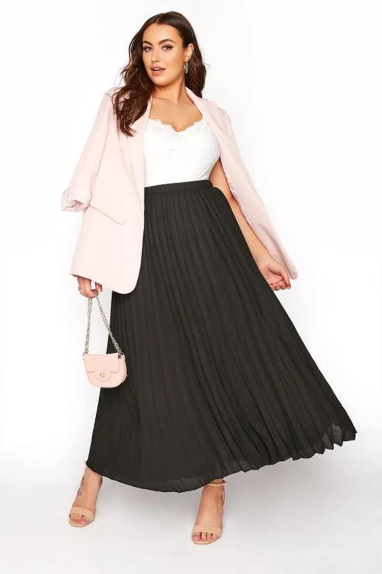 Moda Plus Size Primavera: Foto de mulher com saia.