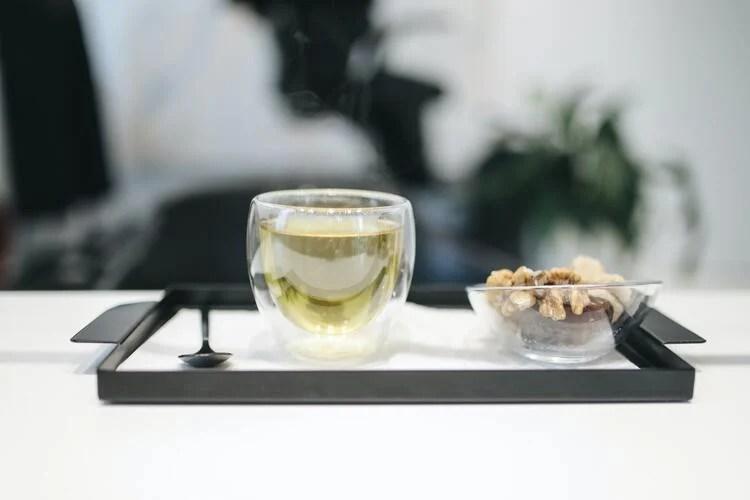 Chás energéticos: chá verde.