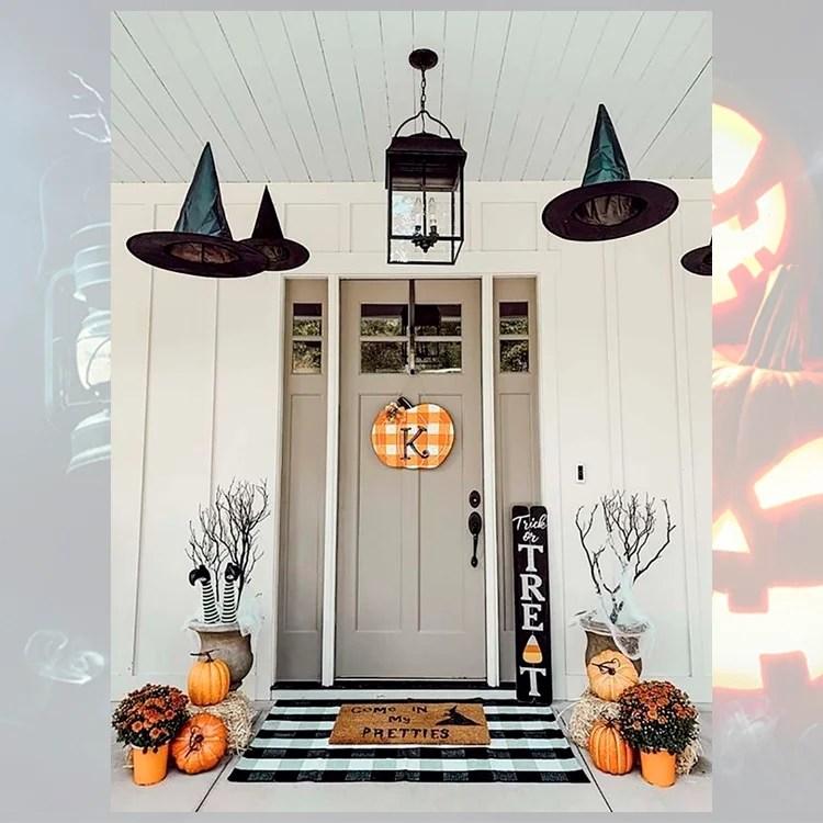 Foto de decoração de porta para o Halloween.