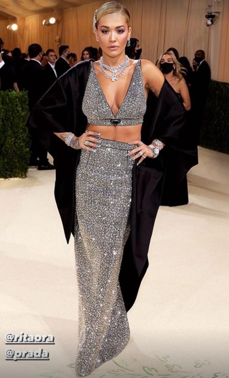 Foto de Rita Ora no MET Gala 2021.