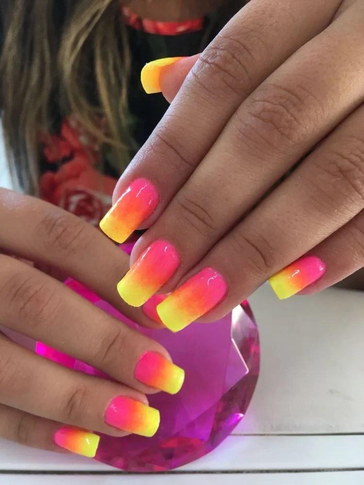 Tendências de Unhas 2022 cores néon