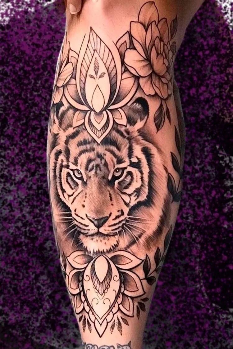 Tatuagem de tigre na perna