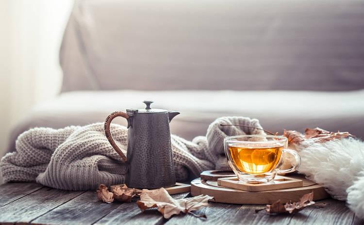 Foto de bule de chá de mulungu ao lado de xícara