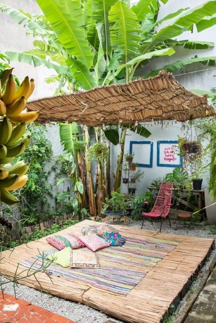 Área de meditação no quintal.
