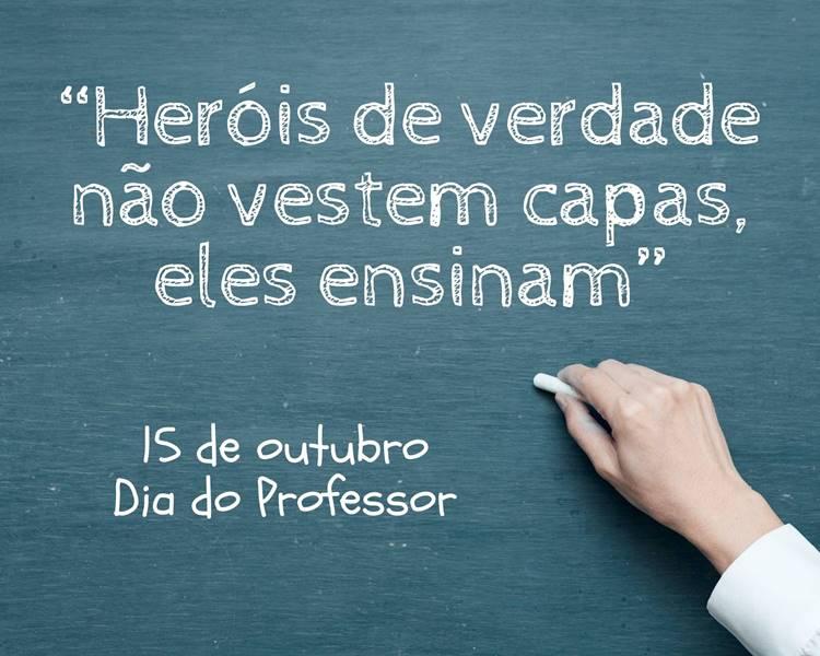 """Foto com a frase: """"Heróis de verdade não vestem capas, eles ensinam"""""""
