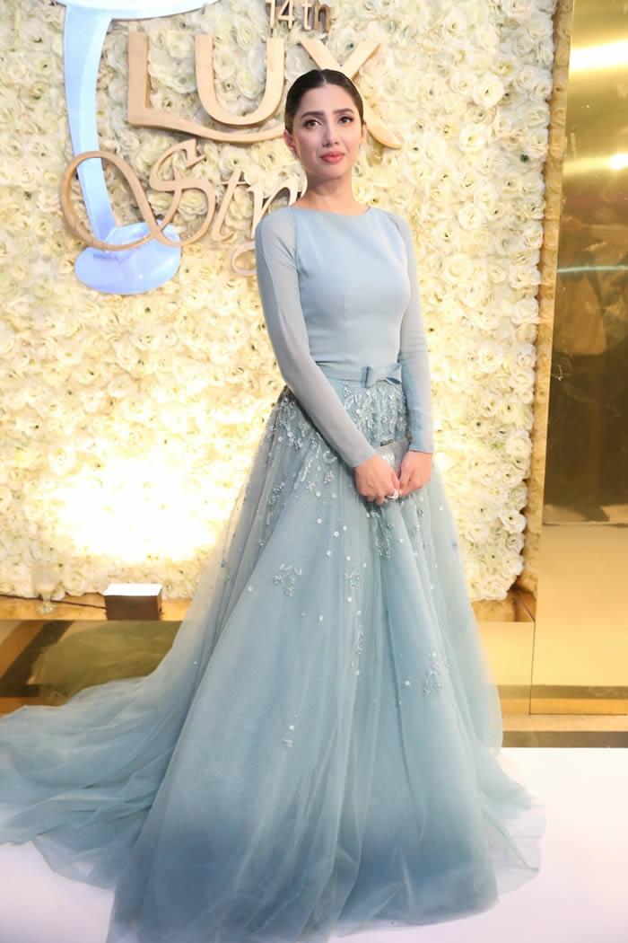 Mahira Khan Stopped At LSA Backstage Fashion Central